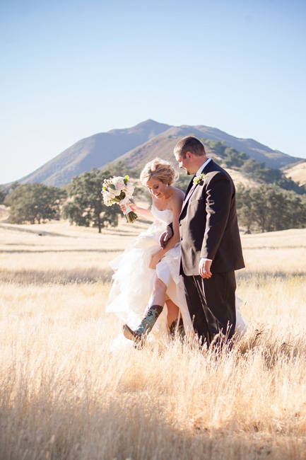 spanish Oaks wedding, paso robles California, country wedding, bride in cowboy boots, bride in field